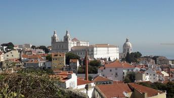 Výhled na Lisabon ze čtvrti Alfama