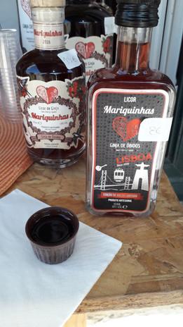 Tradiční likérový nápoj ginja