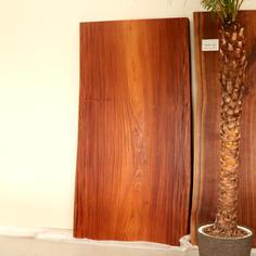 Tali (タリ)天板/一枚板 W1800×D920 T60mm   ¥236,500-(in tax)  原産国アフリカ、マメ科のとても重厚感のある天板です。光沢のある縞模様が特徴的です。