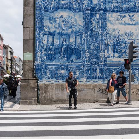 Blaue Hauswand