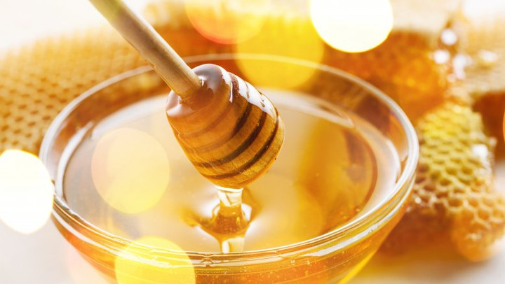 Honey with comb.jpg