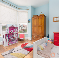 A light and bright bedroom