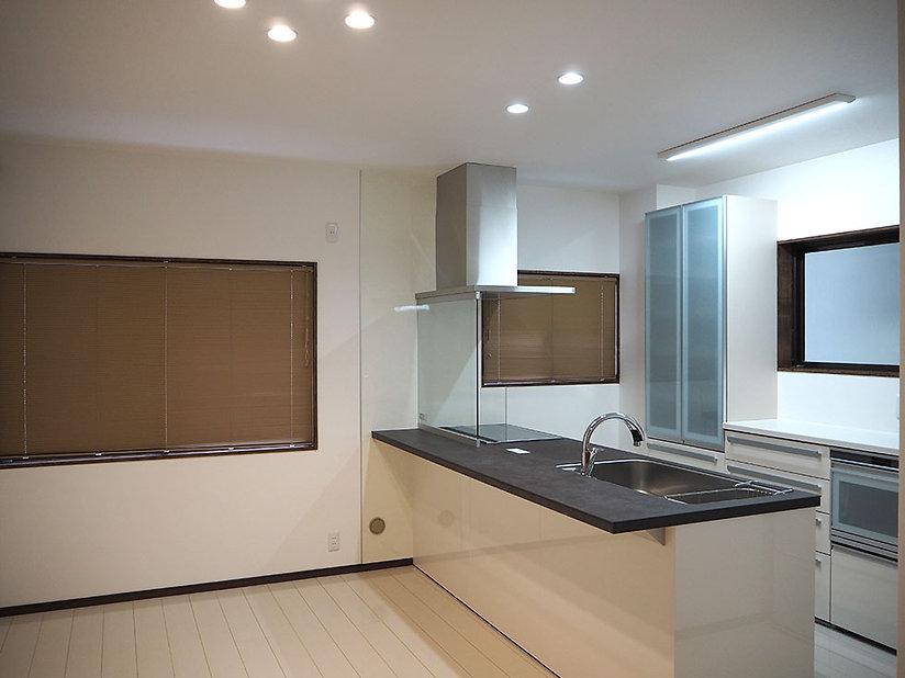 施工事例【リフォーム】都会的な夫婦のモダンなキッチン