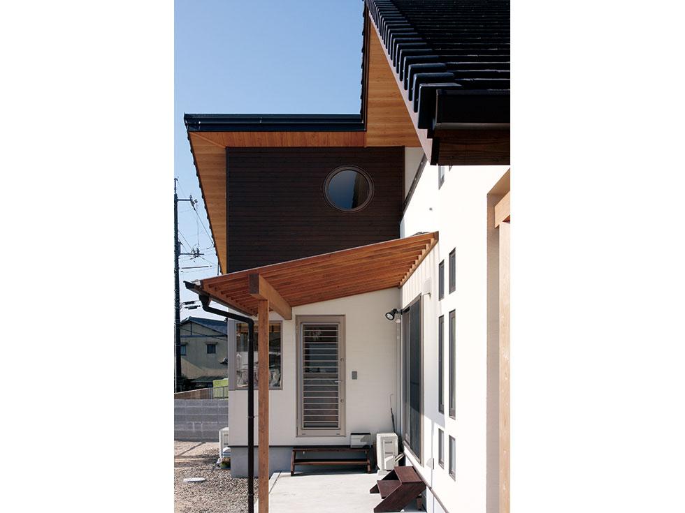 丸窓のある家~落ち着きのあるナチュラルテイストな家