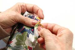 手縫いで縫製します
