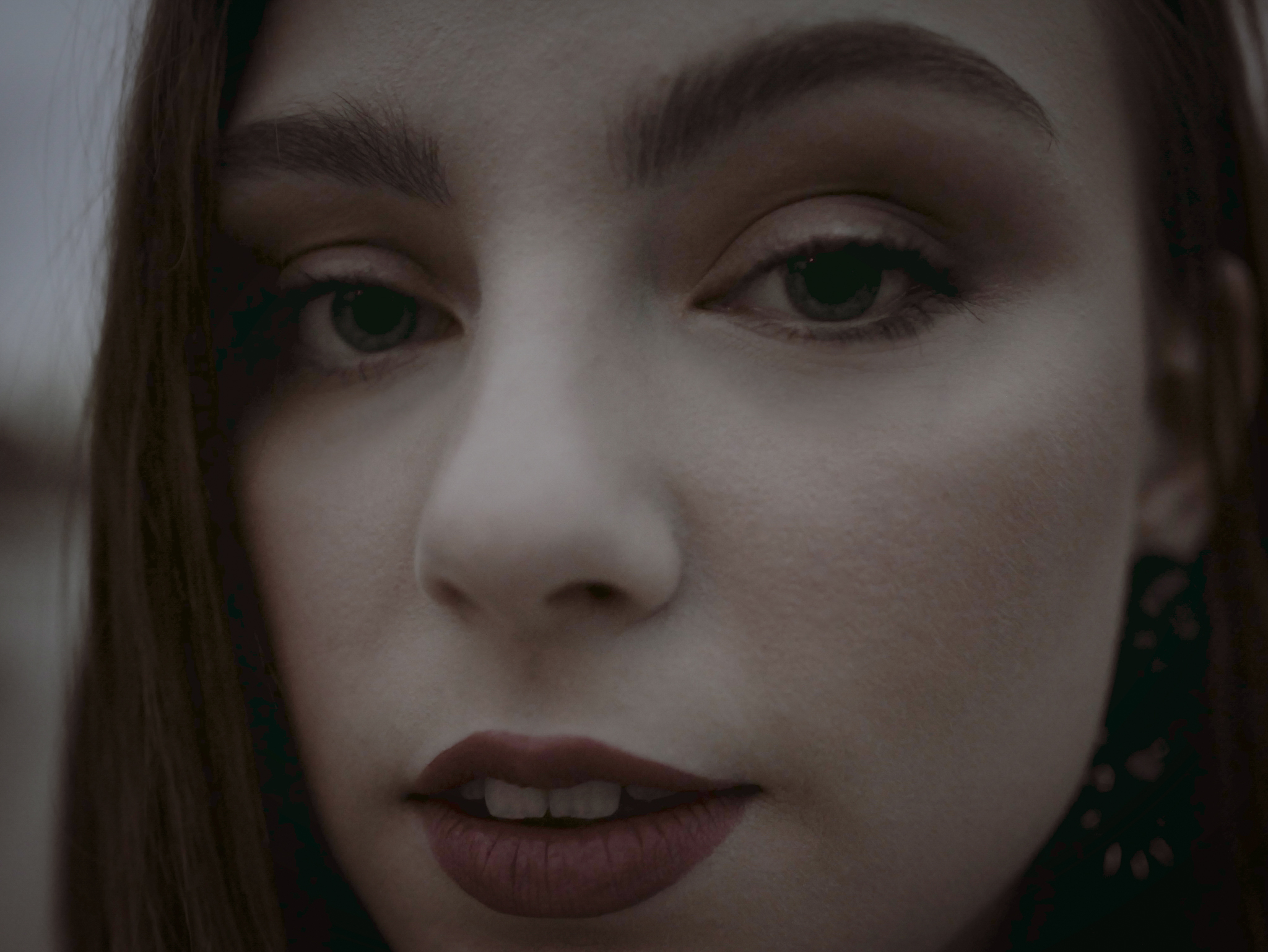 Close up shot of CARYS. Portrait by Seeworthyfilms.