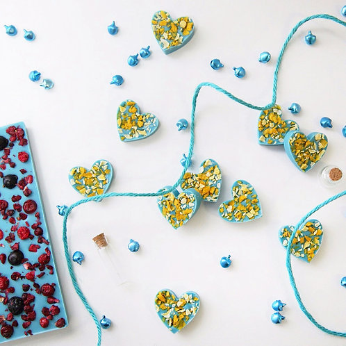 Сердца из голубого шоколада с манго и маракуйей (10 шт.)