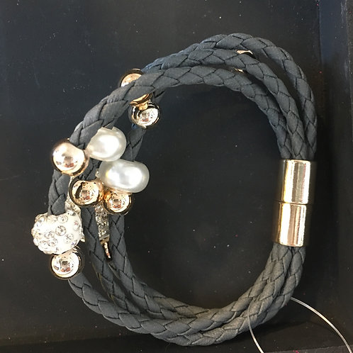 Magnetic Bracelet with Pearl beads and Rhinestones