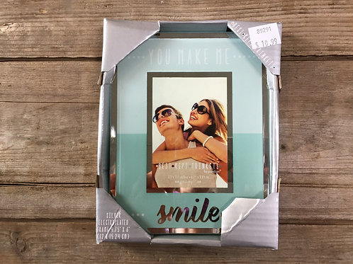 """""""You Make Me Smile"""" 6"""" x 4"""" Glass Sitting 2.5x3.5 Picture Frame"""