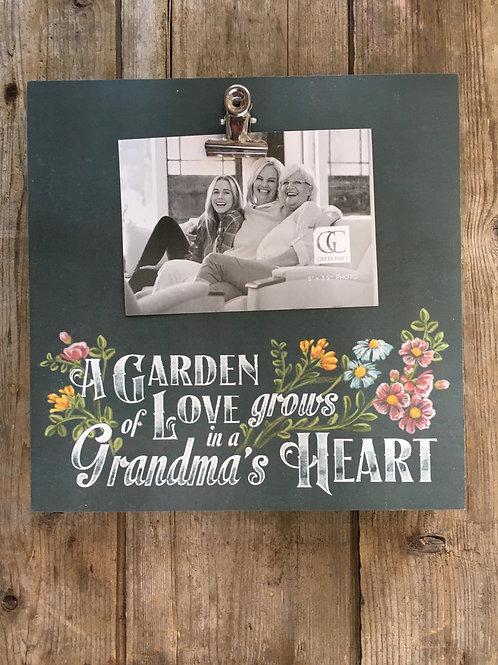 """A Garden of Love Grows in a Grandma's Heart"" Clip 5.5x3.5 Hang Picture Frame"