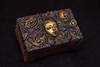 "The box ""Medusa's Coil"""