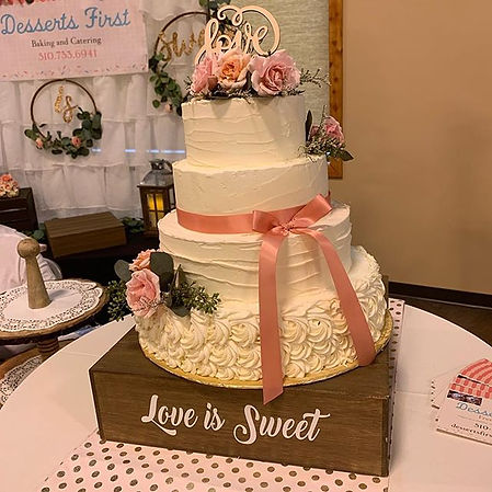 Love is sweet with this wedding cake.jpe