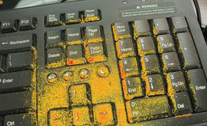 Imagerie de OptiSlove d'un clavier d'ordinateur avec bactéries