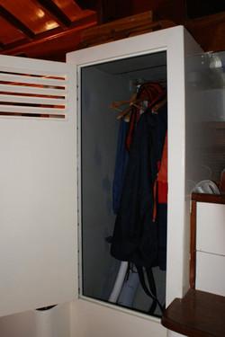 22 Hanging locker