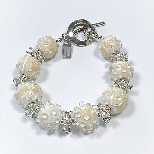 B113 Opaque Ivory Round Bead Bracelet w/Clear Scribbles