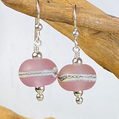 E090 Etched Round Bead Earrings w/Silvered Ivory Trim - Pink
