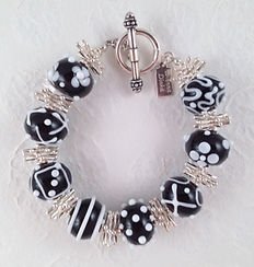 B024 Black and White Scribble Bracelet_e