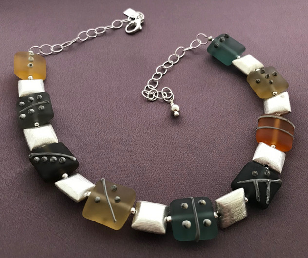 BLN060 Etched Transparent Pillow Bead Necklace Earthtones