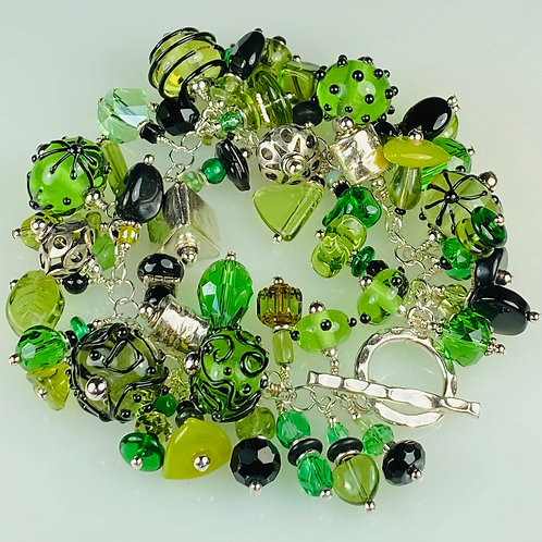 B014 Cha-Cha Bracelet Transparent Green Round Beads w/Black Opaque Trim