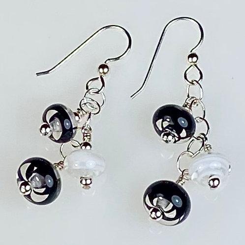 E151 Six Baby Bead Earrings Filigrana Beads Black/White/Black