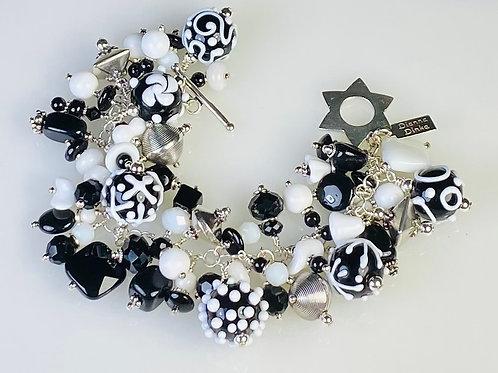 B020 Cha-Cha Bracelet Opaque Black Round Beads w/White Scribbles