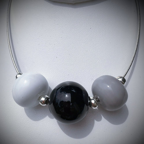 N197 3 Hollow Bead Necklace – Opaque White/Black/Grey