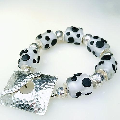 B127 Etched Clear Barrel Beads Bracelet w/Black Pressed Dot Trim
