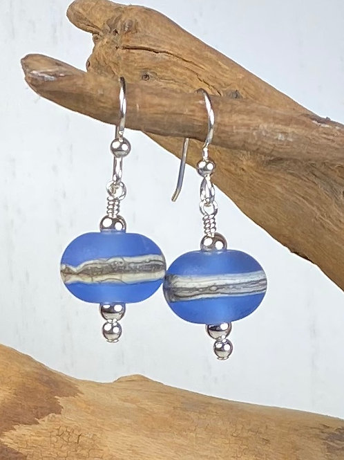 E091 Etched Round Bead Earrings w/Silvered Ivory Trim - Blue