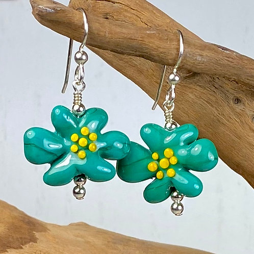 E101 Flower Bead Earrings Opaque Turquoise w/Yellow Stamens