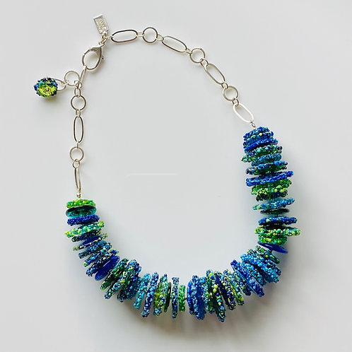 N026 BlueGreen Transparent and Opaque Disc Bead 3/4 Necklace
