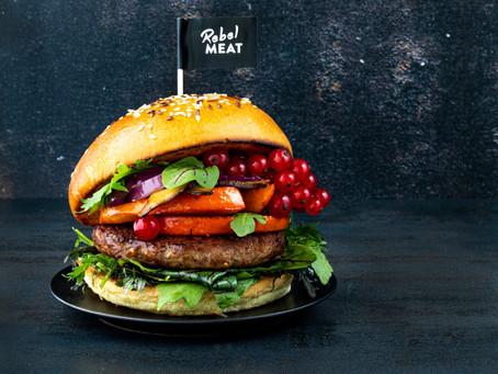 Burger mit Kürbis, Balsamico Zwiebeln und Preiselbeeren