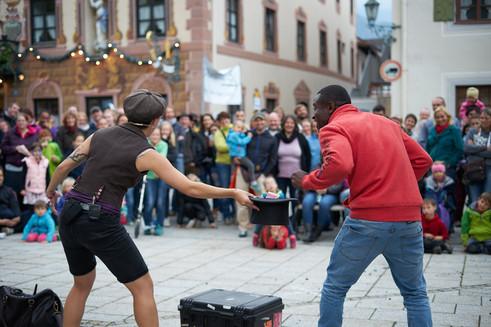 Street Audience & Billy Kidd