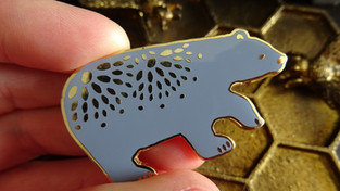 Pin's et broches ... des ours qui s'accrochent !