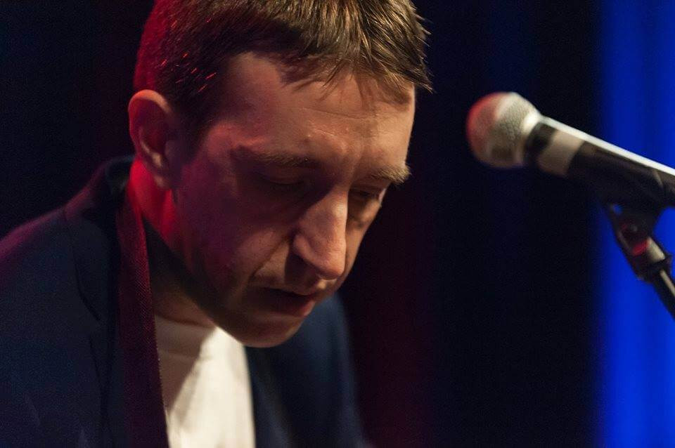 Simon, vegan musician, performing