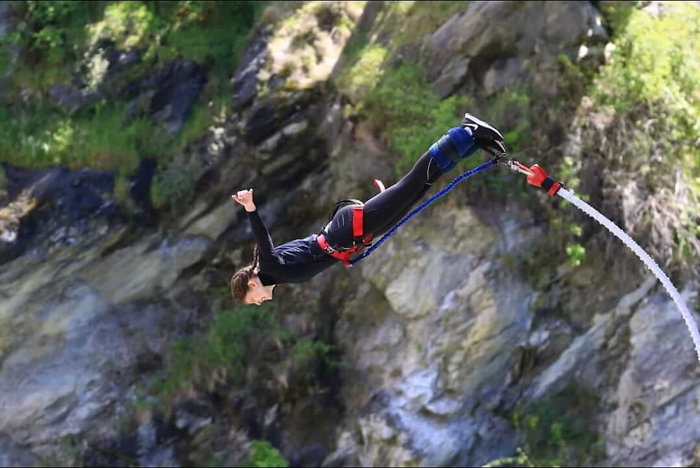 Maja bungee jumping