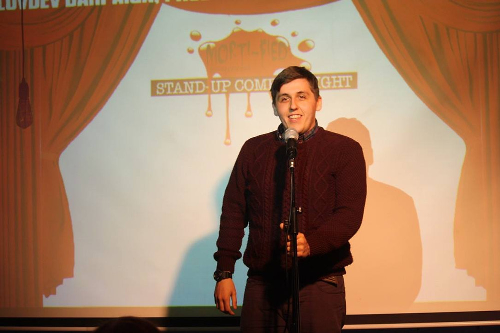 Matt Hoss performing at stand up comedy night