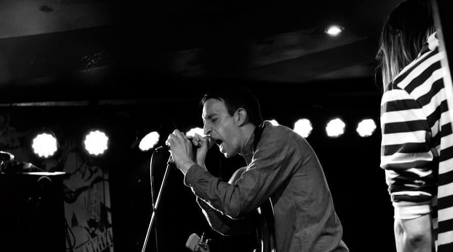 Simon performing