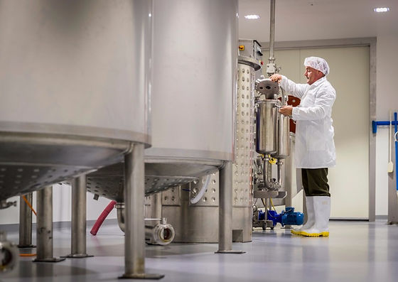 Dave-working-the-vats.jpg