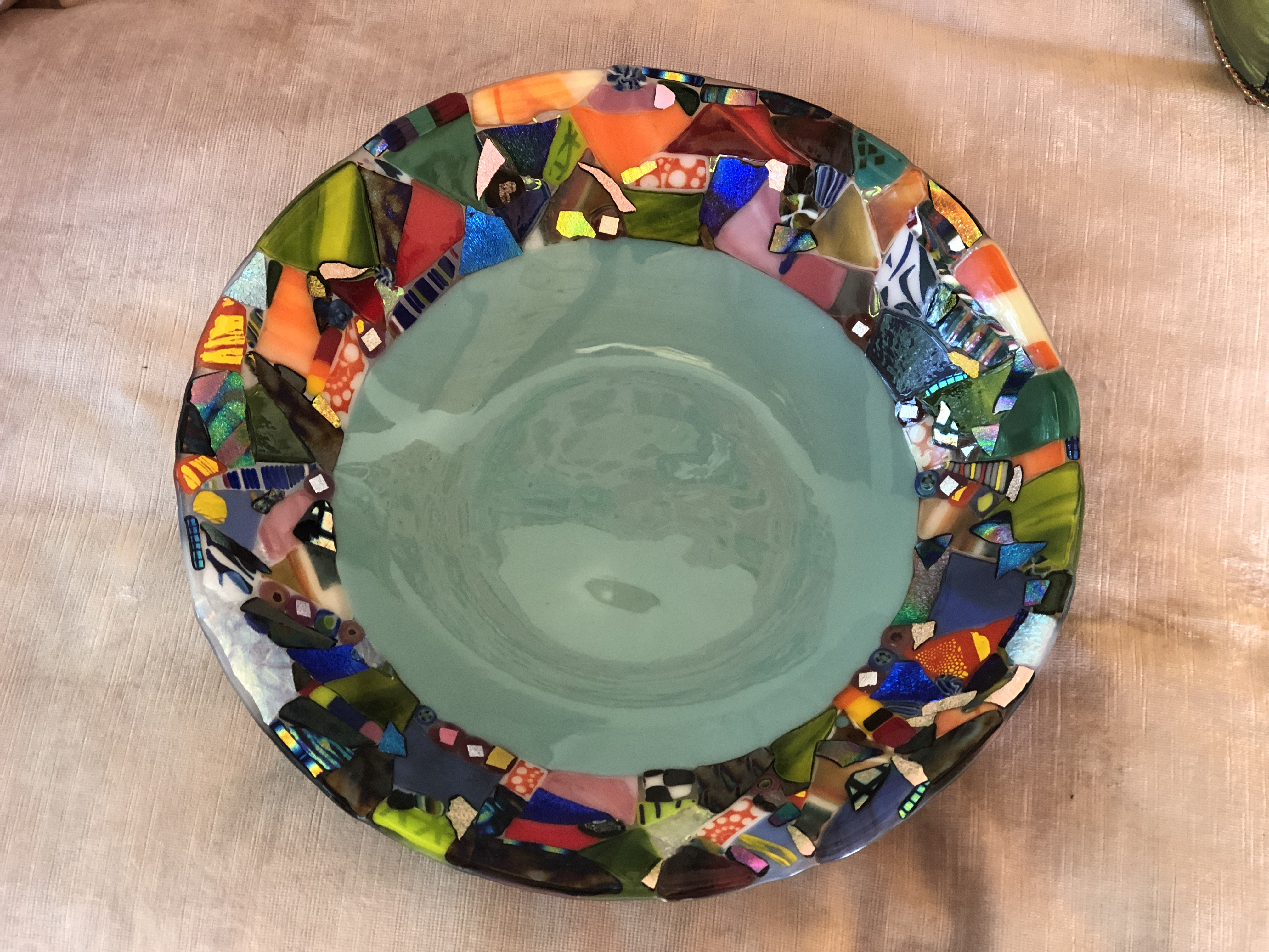 Round Bowl with Detailed Rim