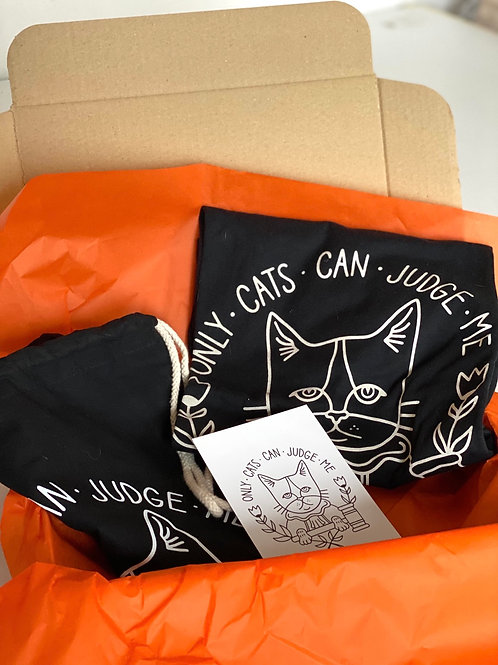 """BOX  """"ONLY CATS CAN JUDGE ME"""" tee NERA + zainetto nero"""