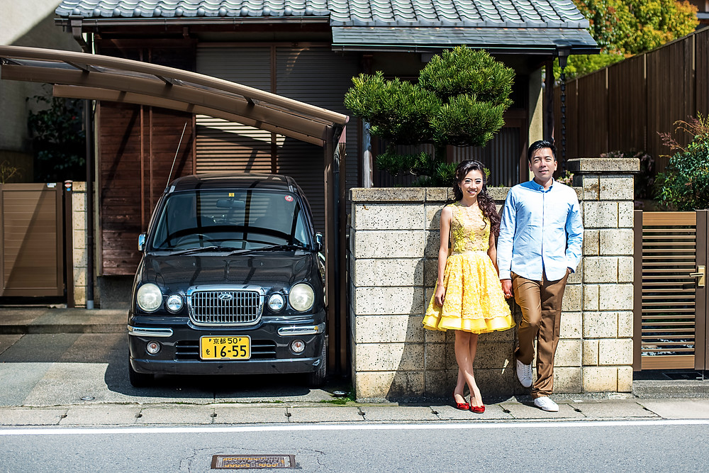 Traditional Japanese couple in front of their home - ©Brian decrop