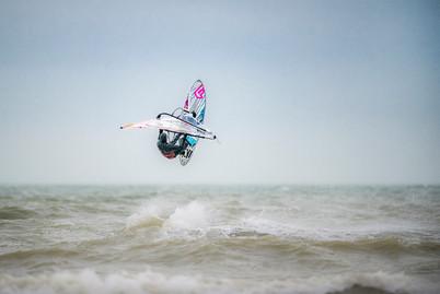 Sideshore Session 1.0 Rider: Pieter Dehaene Location: Sideshore Surfers De Panne