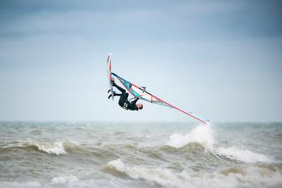 Sideshore Session 1.0 Rider: Maarten Claeys Location: Sideshore Surfers De Panne