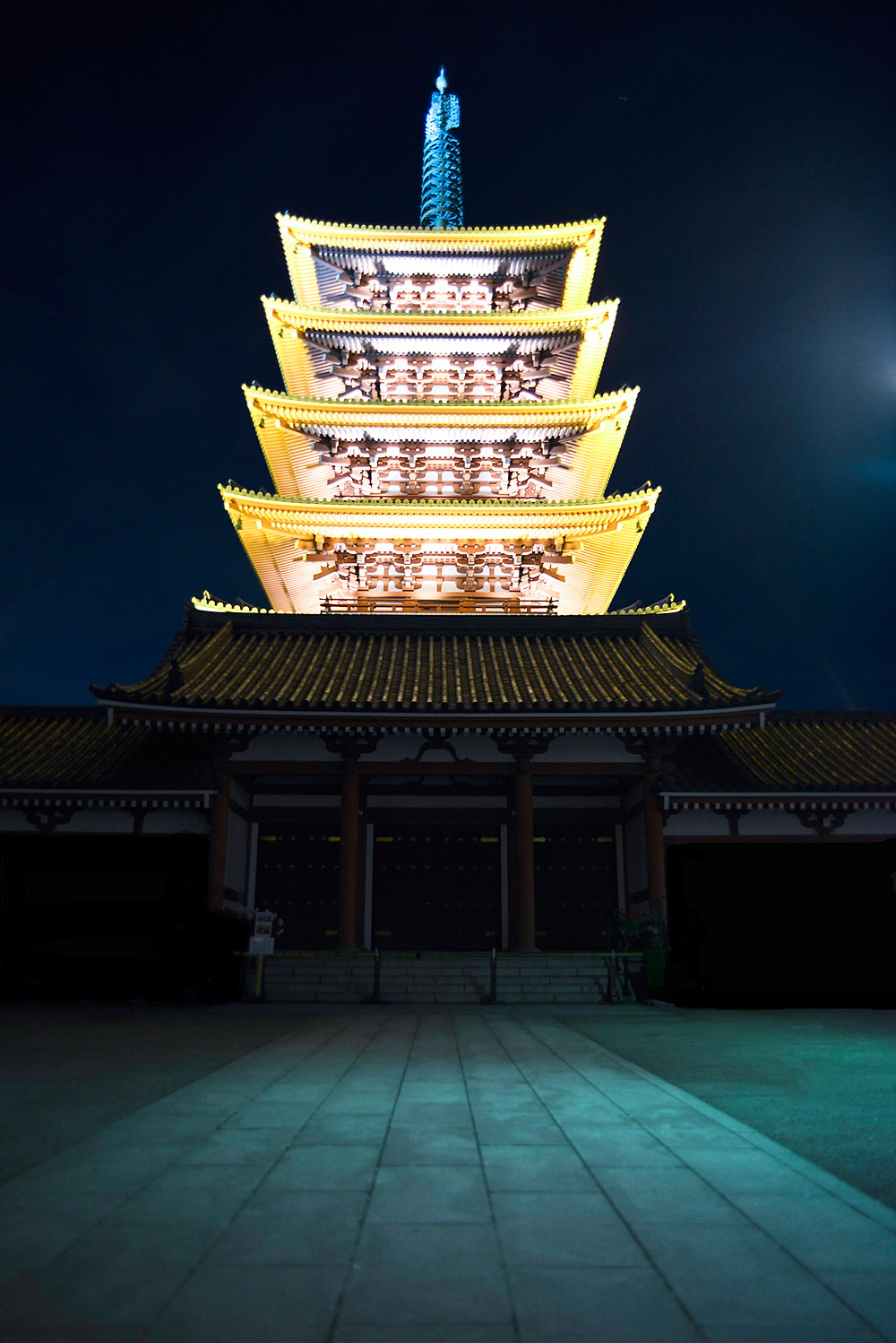 Sensoji Temple by night - ©Maaike Van Den Meersschaut