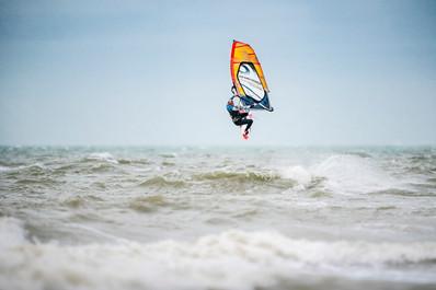 Sideshore Session 1.0 Rider: Lodewijk David Location: Sideshore Surfers De Panne