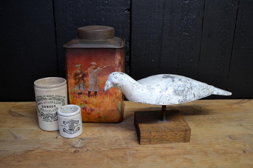 Cast aluminium sprung pigeon decoy