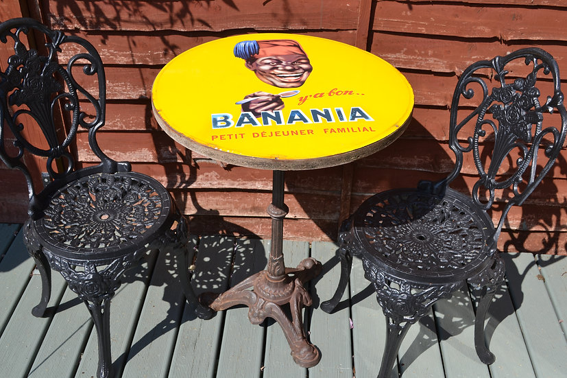 Banania Bistro advertising table