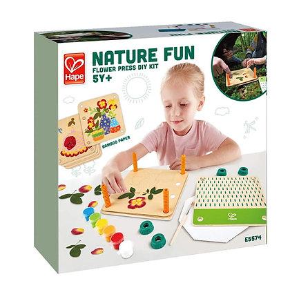 Hape nature fun flower press | ערכת ייבוש פרחים