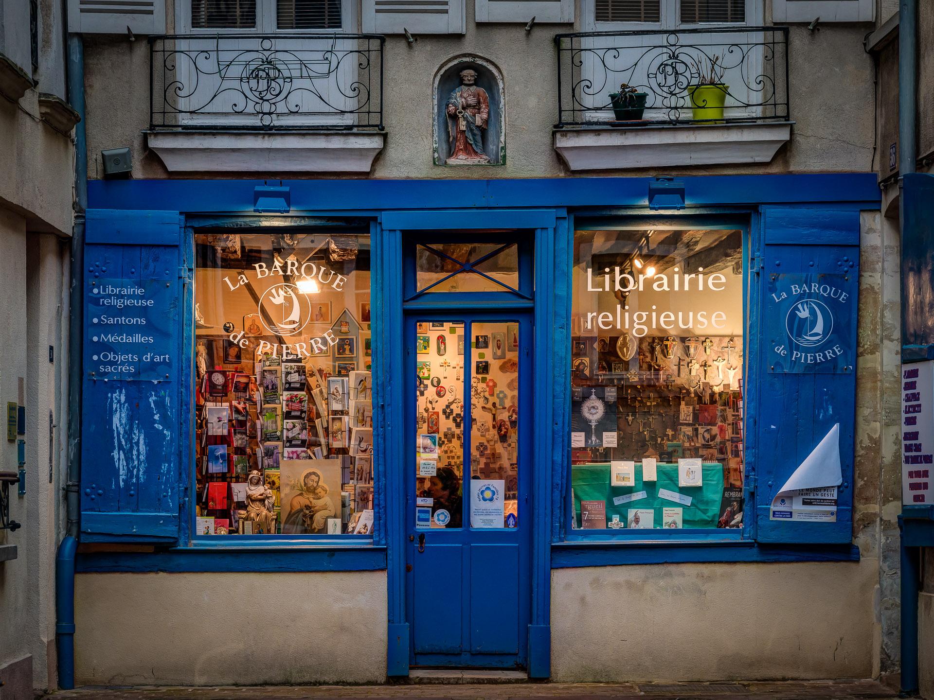 Parisian Shopping-06-2015-03-21