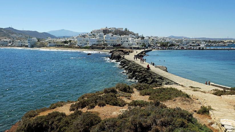 Chora-town-and-causeway-Naxos-Greece.JPG